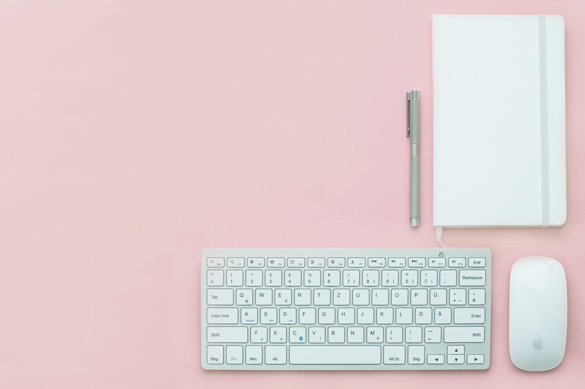 prilohac2_apple-background-desk-electronics-399161